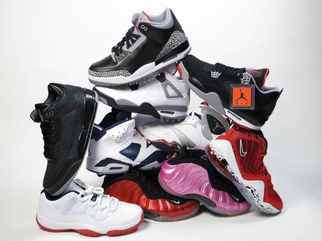 moes-sneaker-spot-atlas-mall-grand-opening-sneaker-pile-02